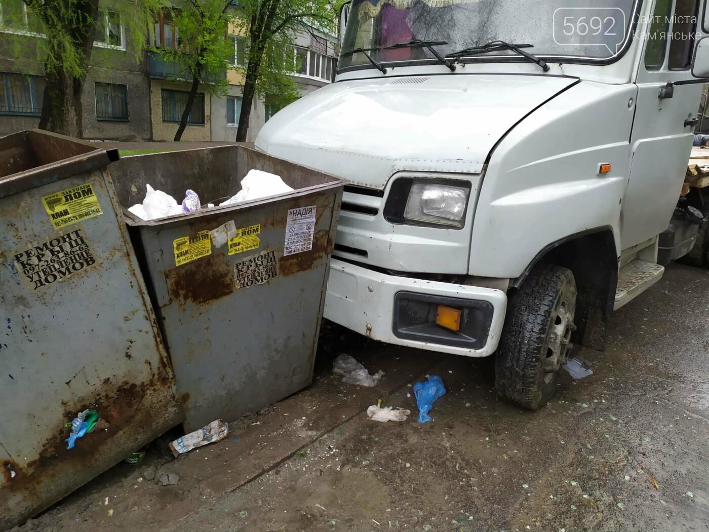 ДТП в Каменском: у автомобиля, груженного напитками, на ходу развалился кузов , фото-4