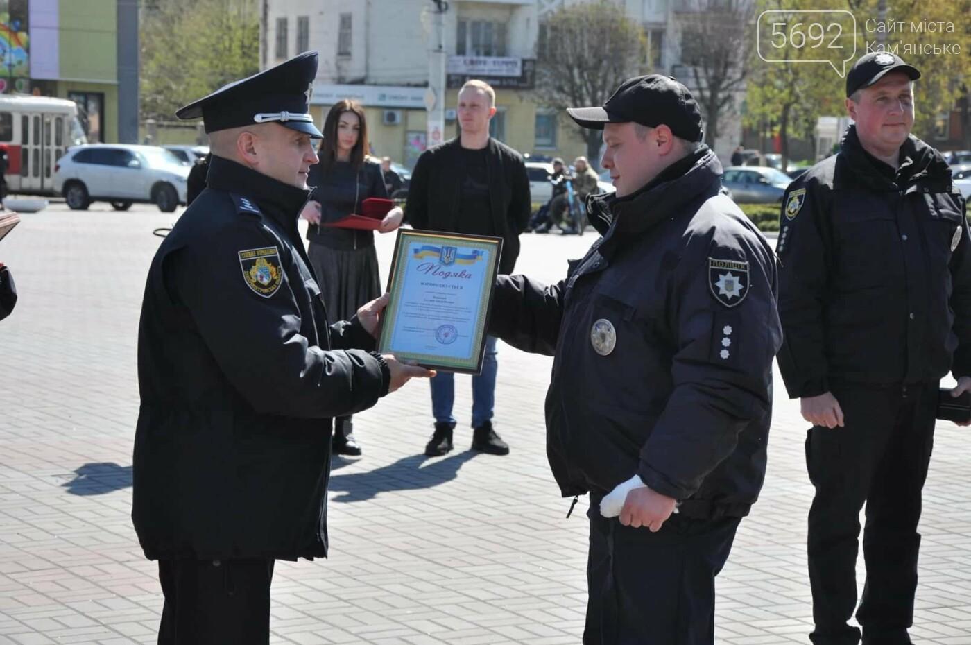 В Каменском наградили полицейских, задержавших опасного преступника, фото-4