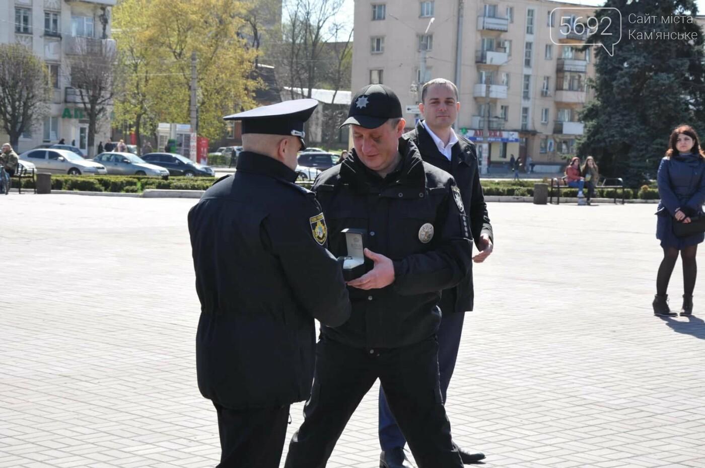 В Каменском наградили полицейских, задержавших опасного преступника, фото-5