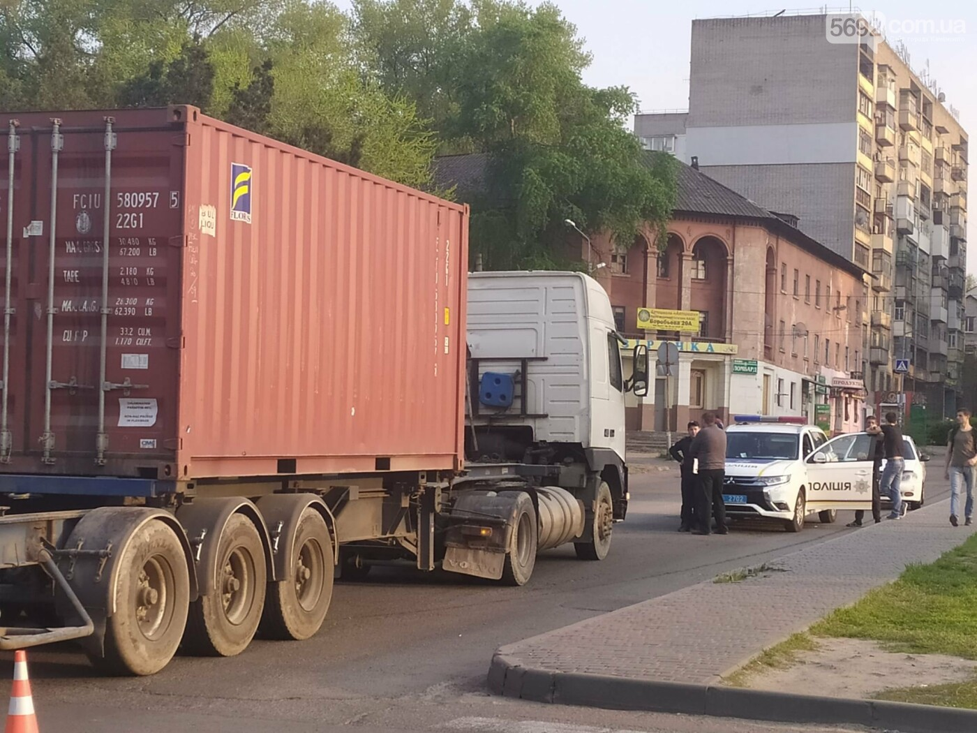 В Каменском на Аношкина водитель грузовика спровоцировал ДТП, фото-4