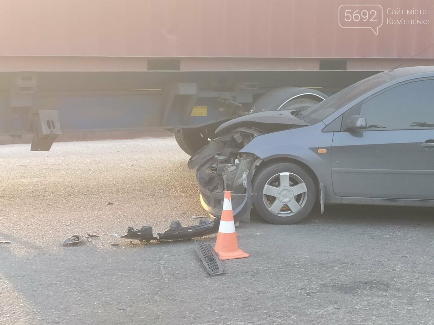 В Каменском на Аношкина водитель грузовика спровоцировал ДТП, фото-5