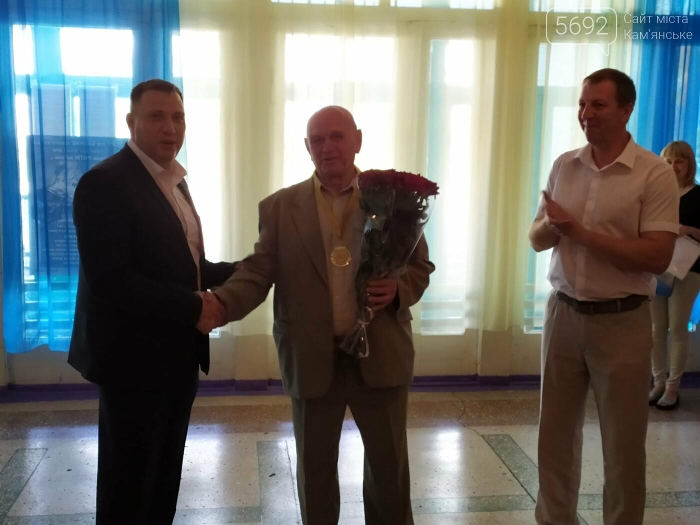 Директора каменской ДЮСШ №1 наградили за заслуги перед городом, фото-7