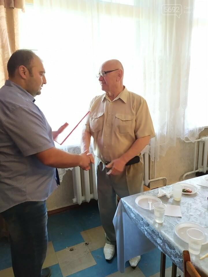 Директора каменской ДЮСШ №1 наградили за заслуги перед городом, фото-1