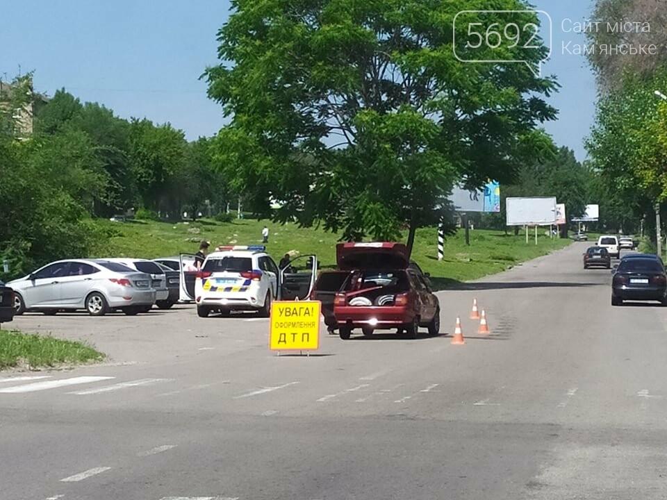 В Каменском возле отделения полиции произошло ДТП, фото-1