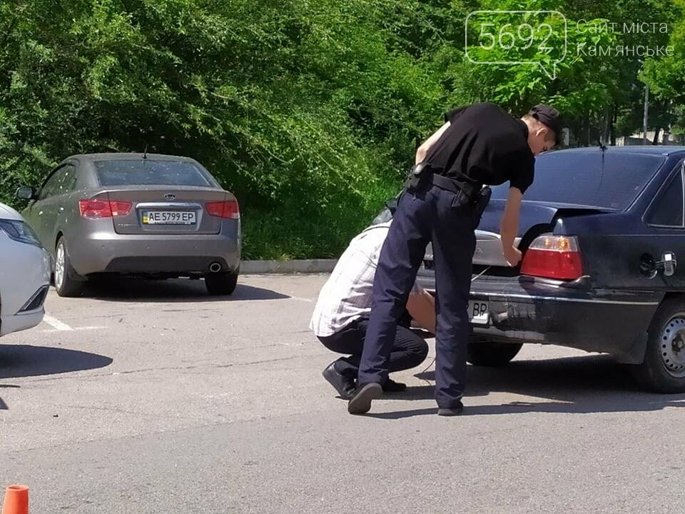 В Каменском возле отделения полиции произошло ДТП, фото-2