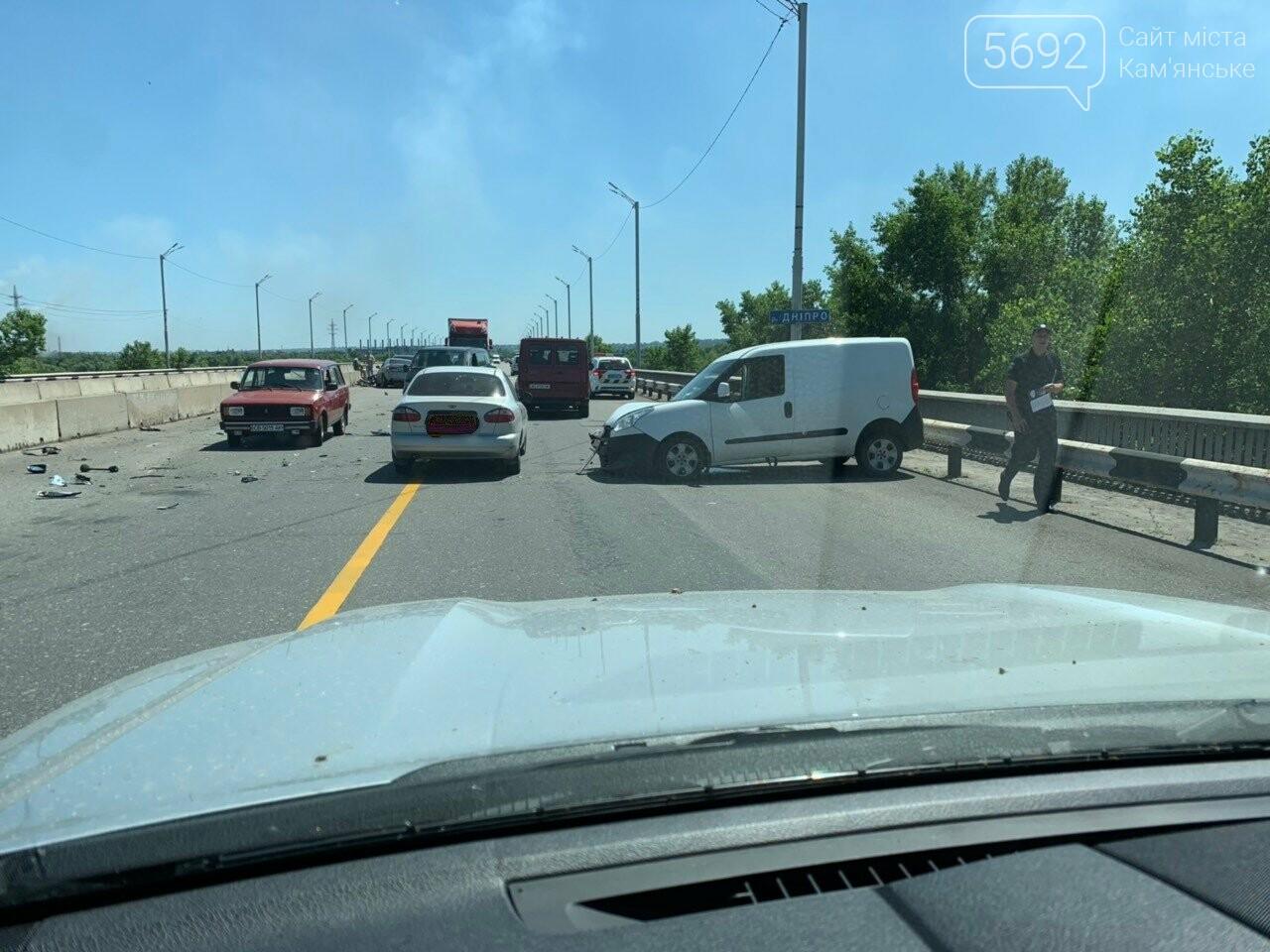 В Каменском на мосту произошло лобовое столкновение двух авто: есть пострадавшие , фото-1