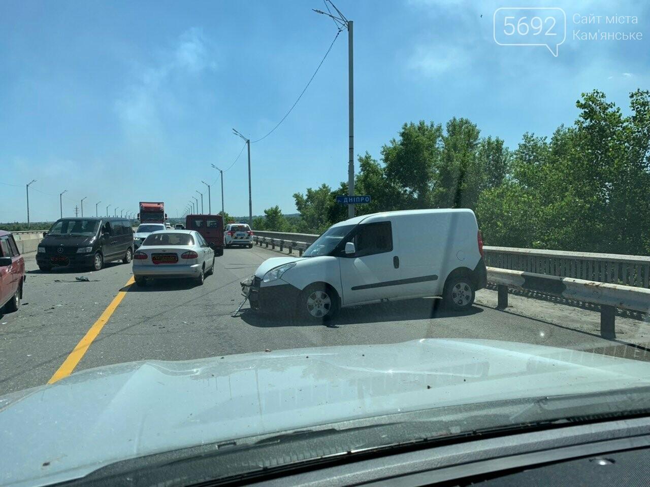 В Каменском на мосту произошло лобовое столкновение двух авто: есть пострадавшие , фото-2