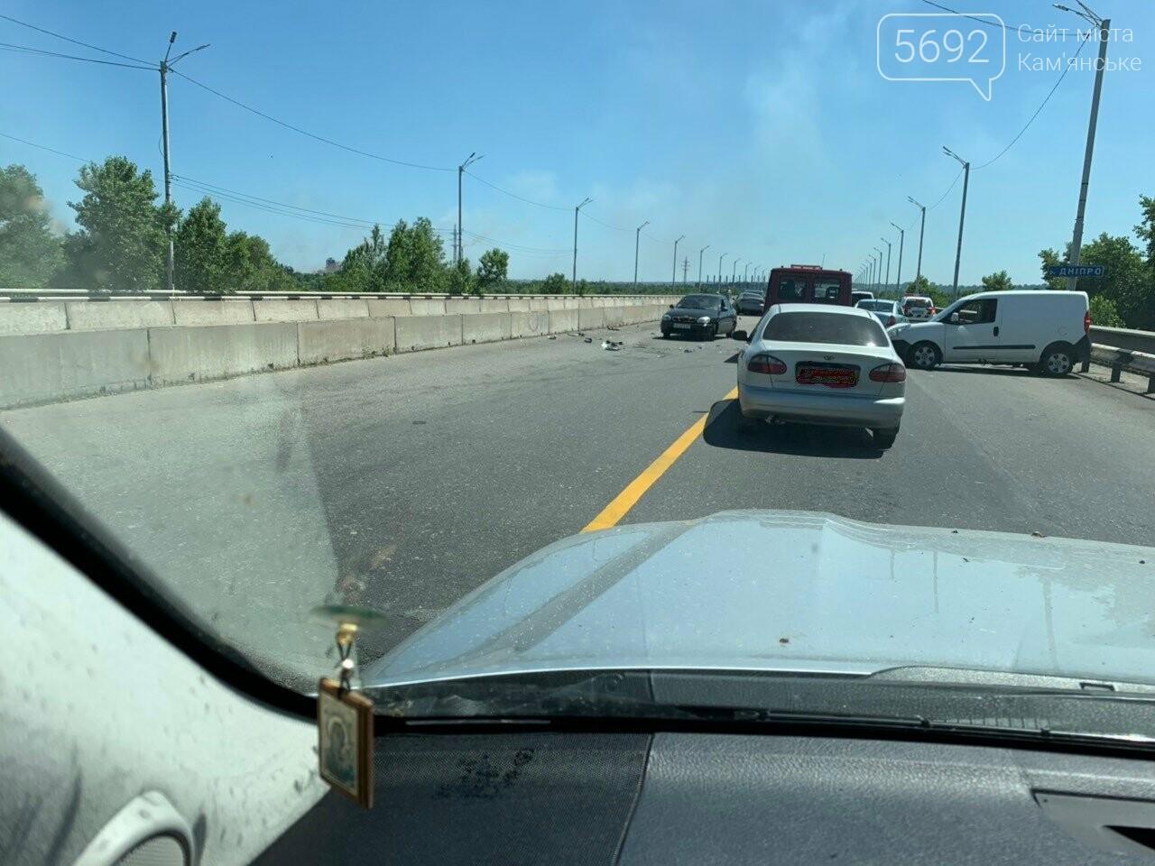 В Каменском на мосту произошло лобовое столкновение двух авто: есть пострадавшие , фото-4