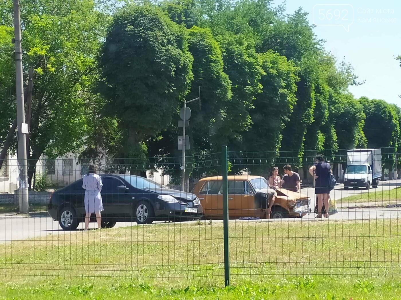 Не уступил дорогу: в Каменском на Аношкина случилось ДТП , фото-4