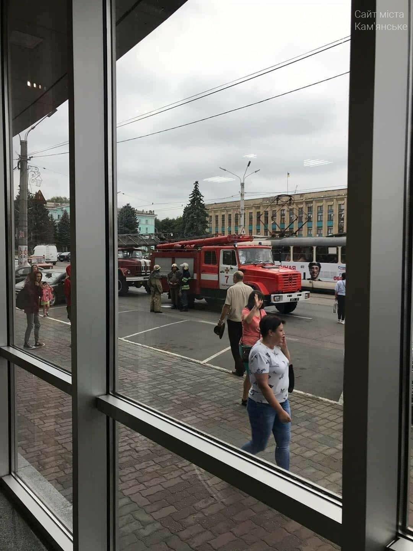 В Каменском заминировали ЦУМ: информацию проверяют полицейские, фото-1