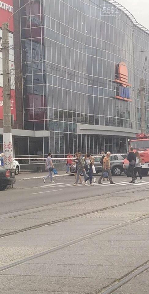 В Каменском заминировали ЦУМ: информацию проверяют полицейские, фото-4