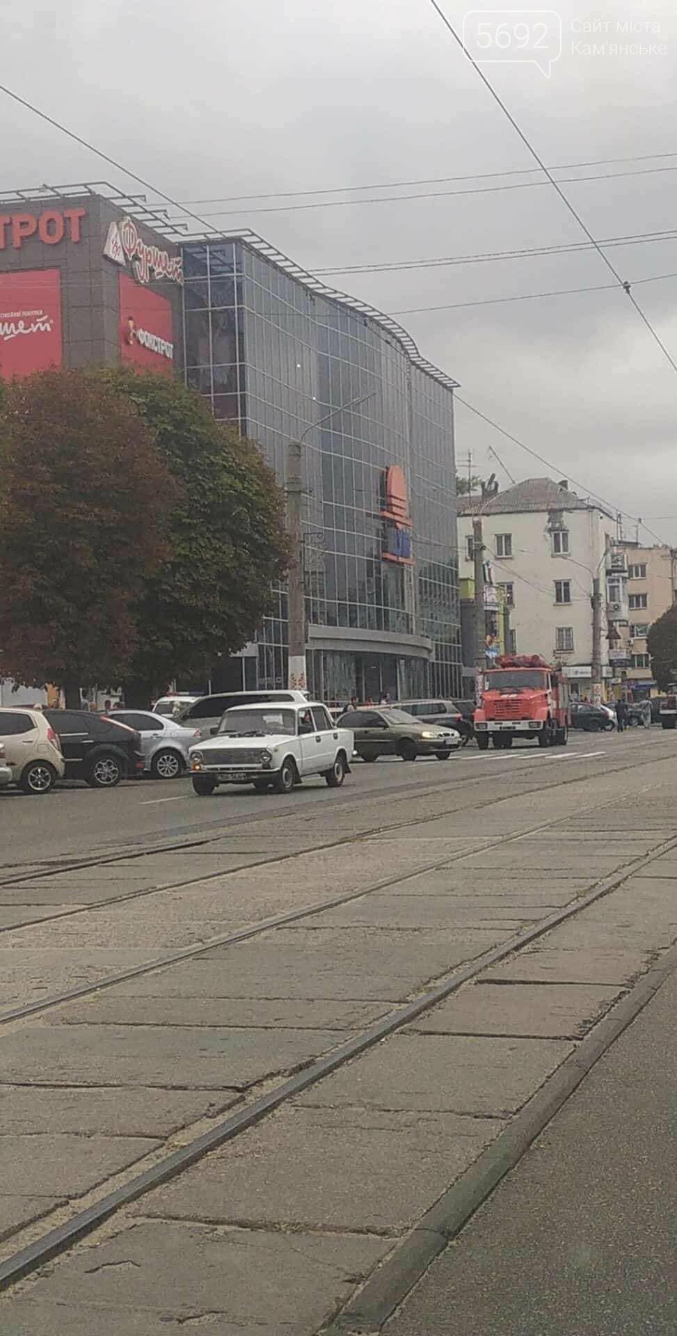 В Каменском заминировали ЦУМ: информацию проверяют полицейские, фото-3
