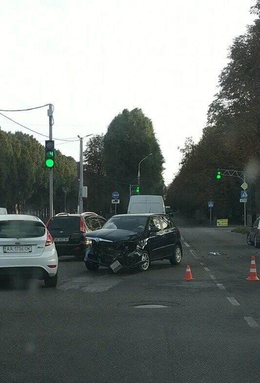 В центре Каменского произошло жесткое ДТП с пострадавшими, фото-1
