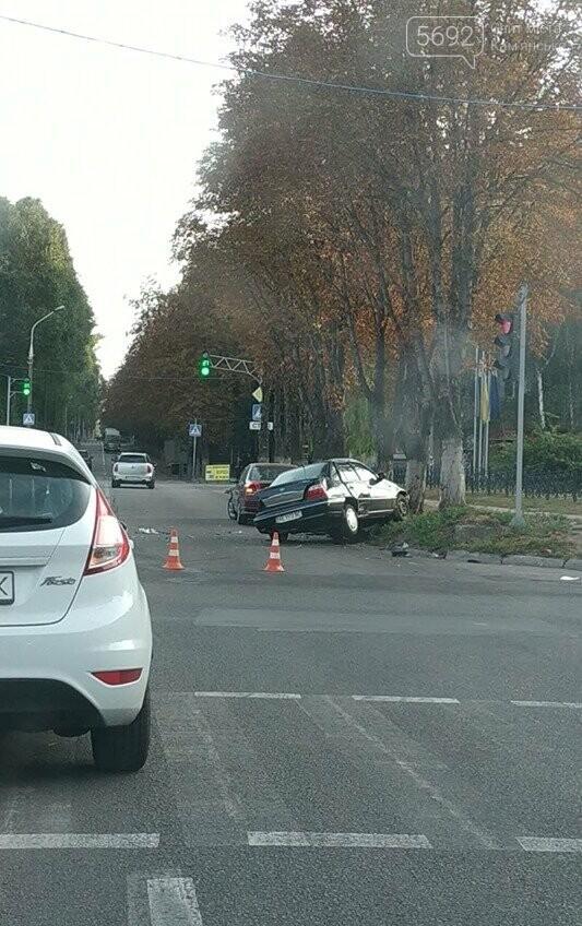 В центре Каменского произошло жесткое ДТП с пострадавшими, фото-2