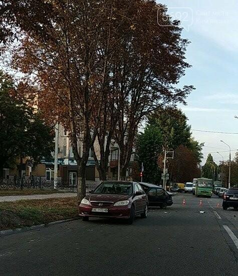 В центре Каменского произошло жесткое ДТП с пострадавшими, фото-4