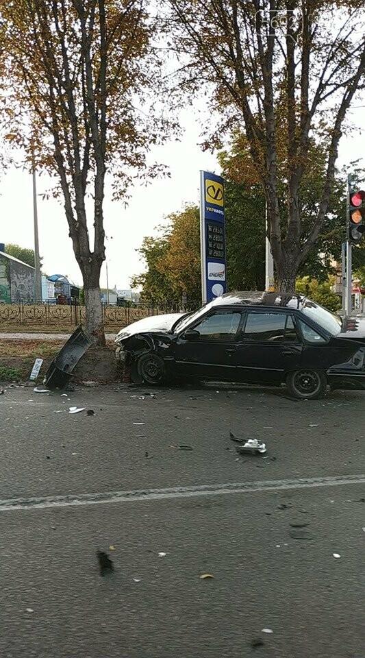 В центре Каменского произошло жесткое ДТП с пострадавшими, фото-7