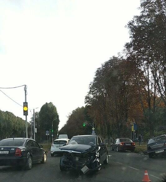 В центре Каменского произошло жесткое ДТП с пострадавшими, фото-6