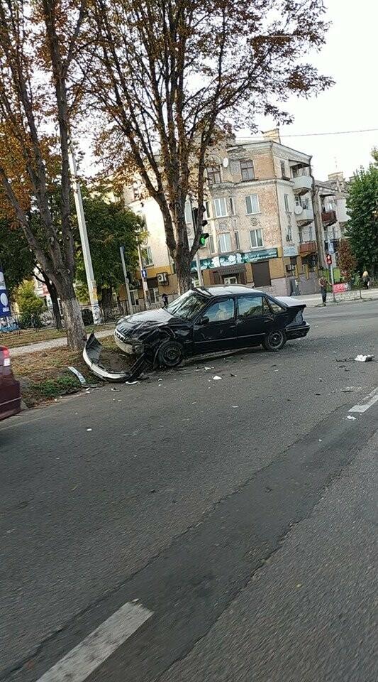 В центре Каменского произошло жесткое ДТП с пострадавшими, фото-9