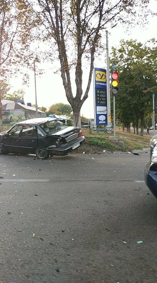 В центре Каменского произошло жесткое ДТП с пострадавшими, фото-8