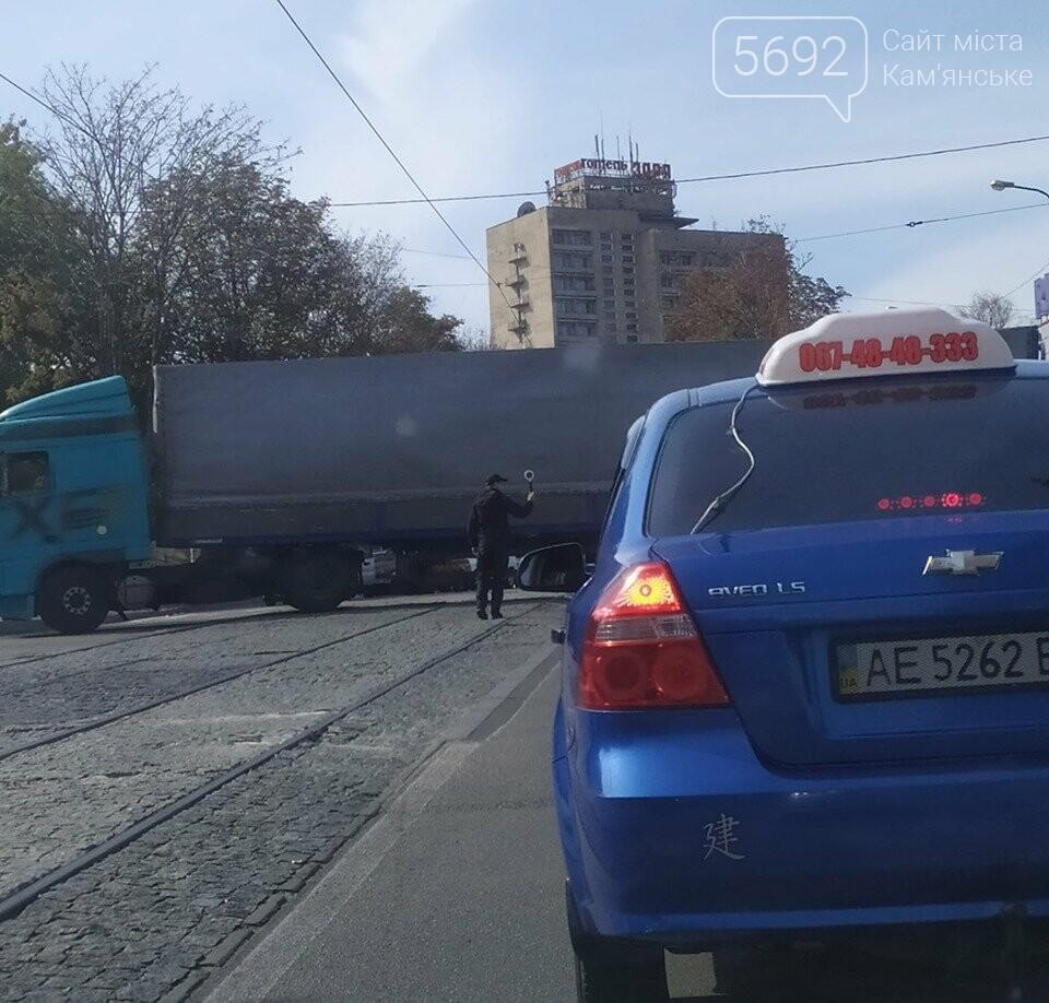 В Каменском на пересечении Аношкина и Шевченко произошло два ДТП: движение сильно затруднено, фото-4