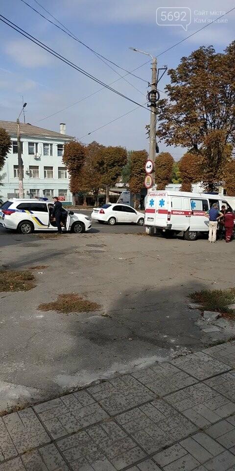В Каменском на аварийном перекрестке произошло ДТП с пострадавшим, фото-4