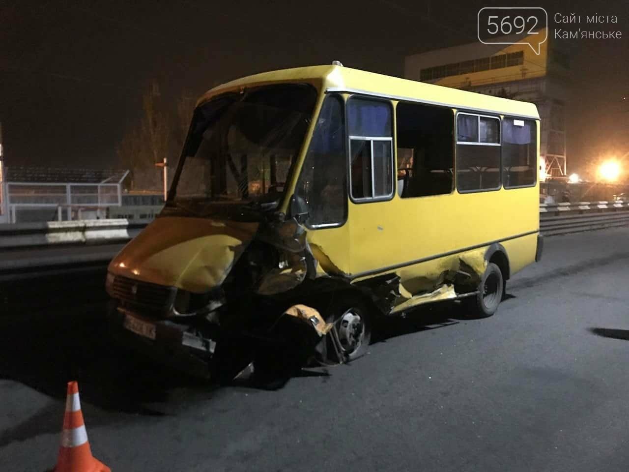 В Каменском на плотине произошло жесткое ДТП: пострадавшего из автомобиля вырезали спасатели, фото-4
