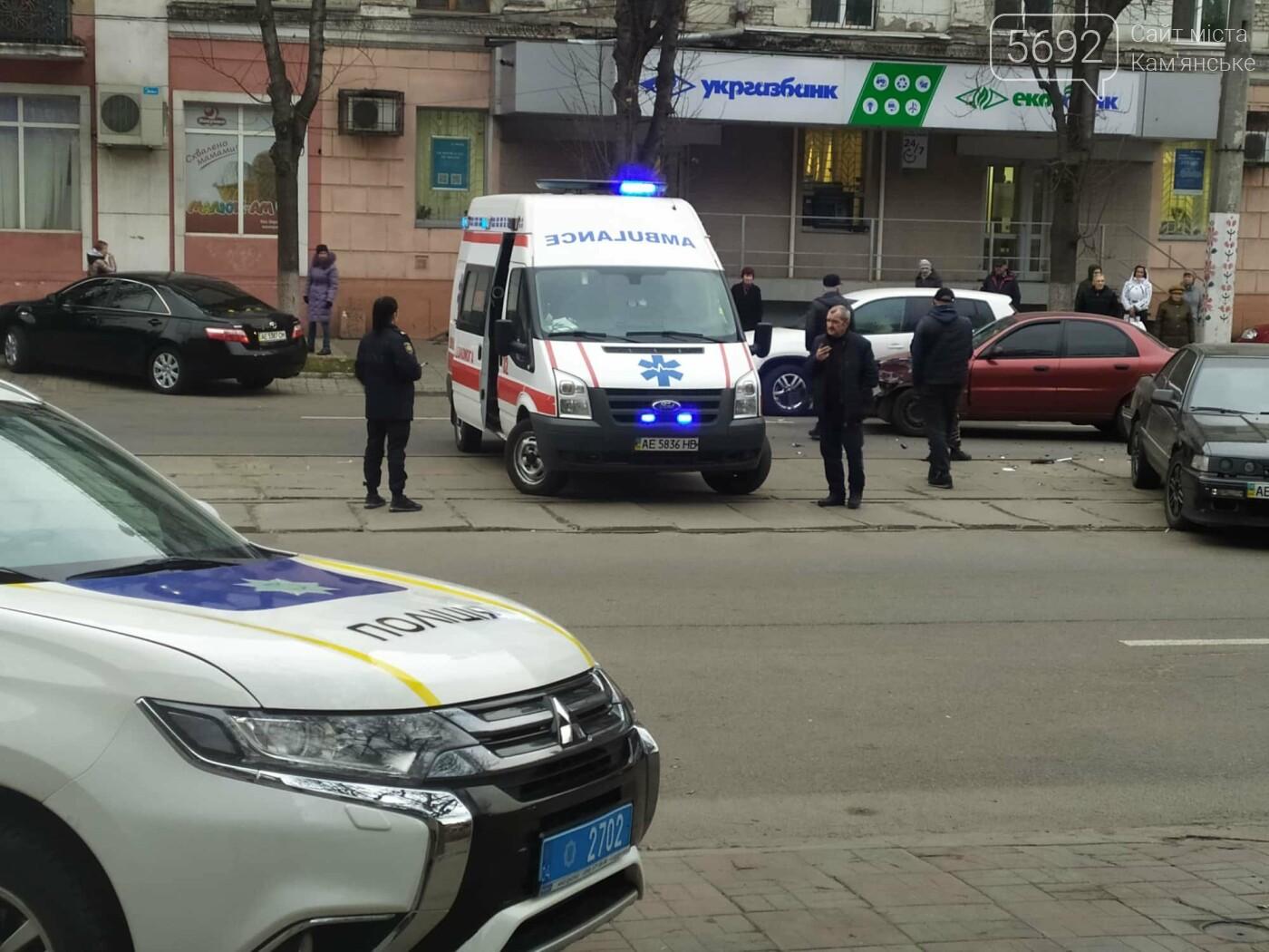 В центре Каменского произошло тройное ДТП: временно не курсирует трамвай №1, фото-4