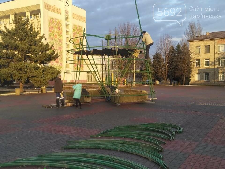 В Каменском устанавливают новогоднюю елку, фото-5