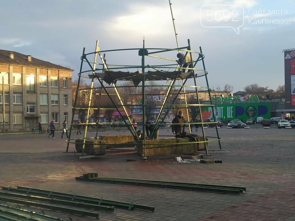 В Каменском устанавливают новогоднюю елку, фото-1