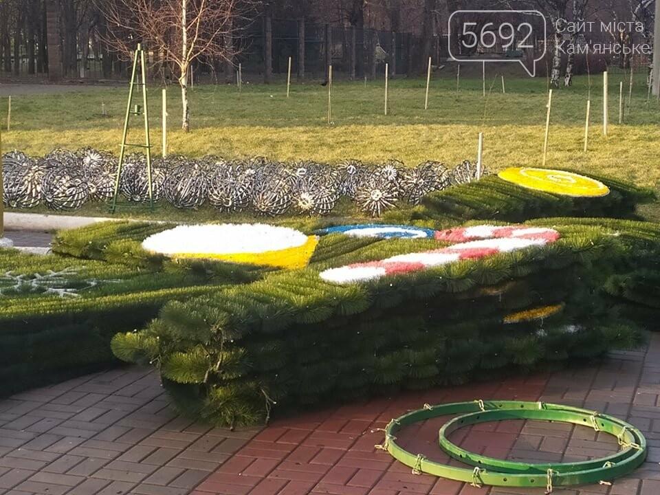 В Каменском устанавливают новогоднюю елку, фото-2