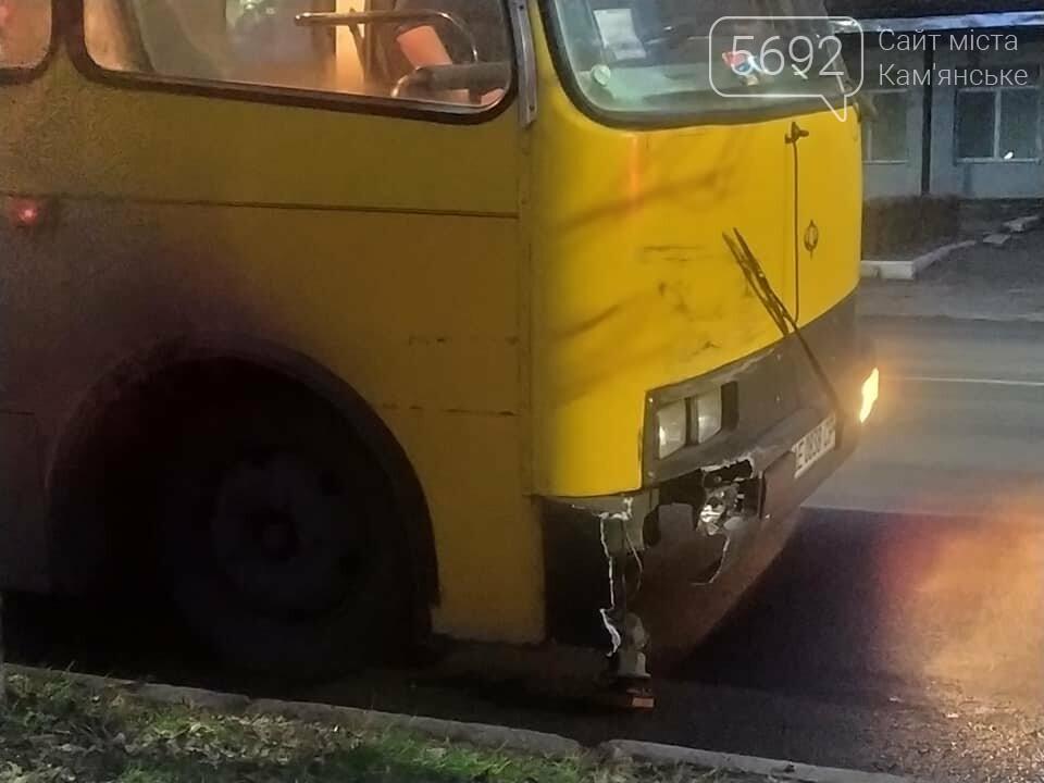 В Каменском столкнулись две пассажирские маршрутки, фото-1