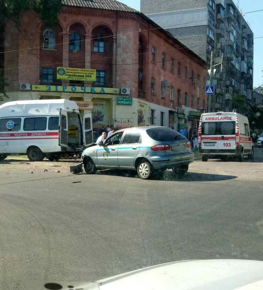 В Каменском произошло ДТП на пересечении проспекта Аношкина с улицей Республиканской, фото-1