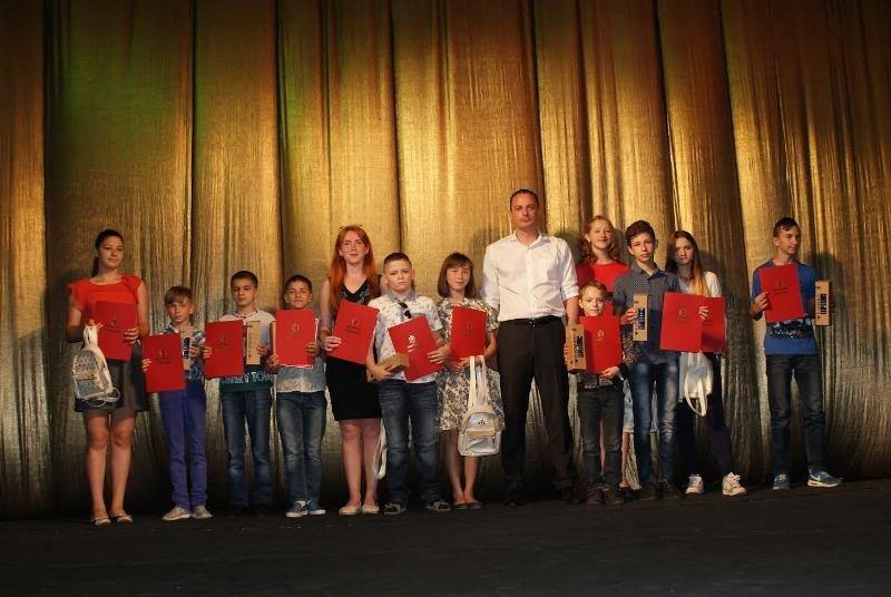 В Каменском детей-сирот поздравили с Днем защиты детей, фото-3