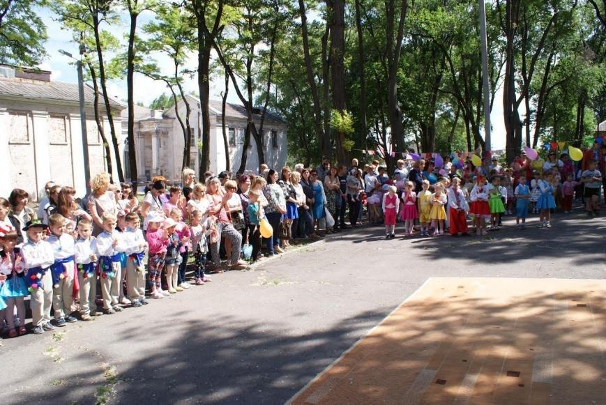 В сквере Каменского устроили детский праздник, фото-3