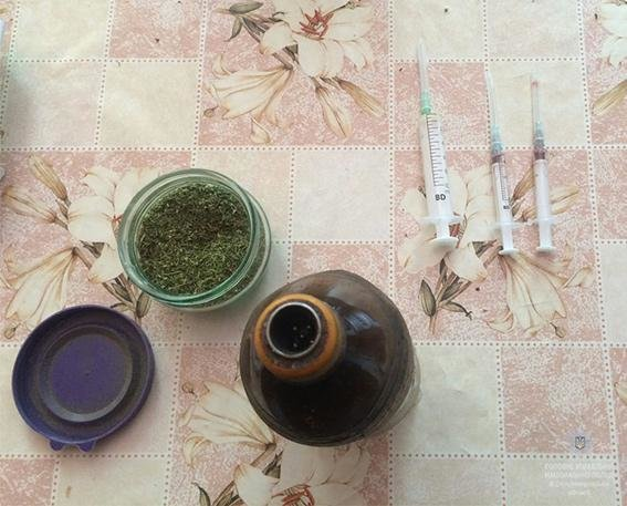 Полицейские Каменского наведались в наркопритон с опием, фото-1