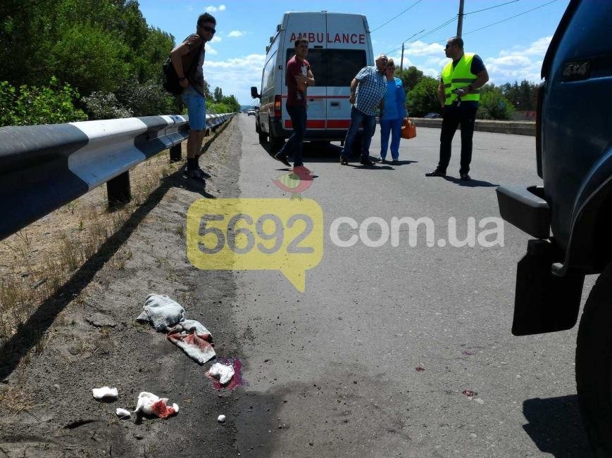 В Каменском из-за ДТП на мосту пострадал велосипедист, фото-3