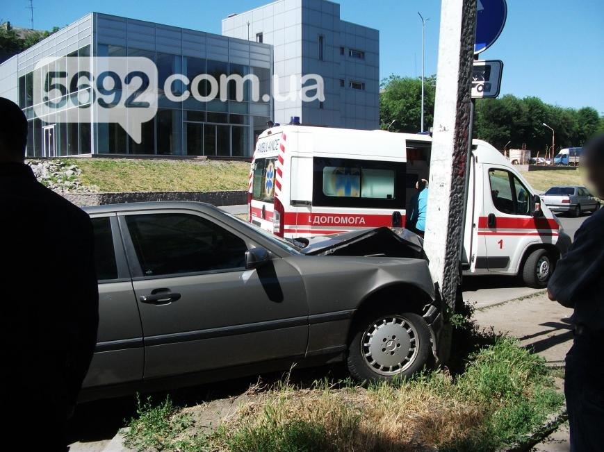 В Каменском на проспекте Аношкина произошло ДТП, пострадал водитель, фото-4