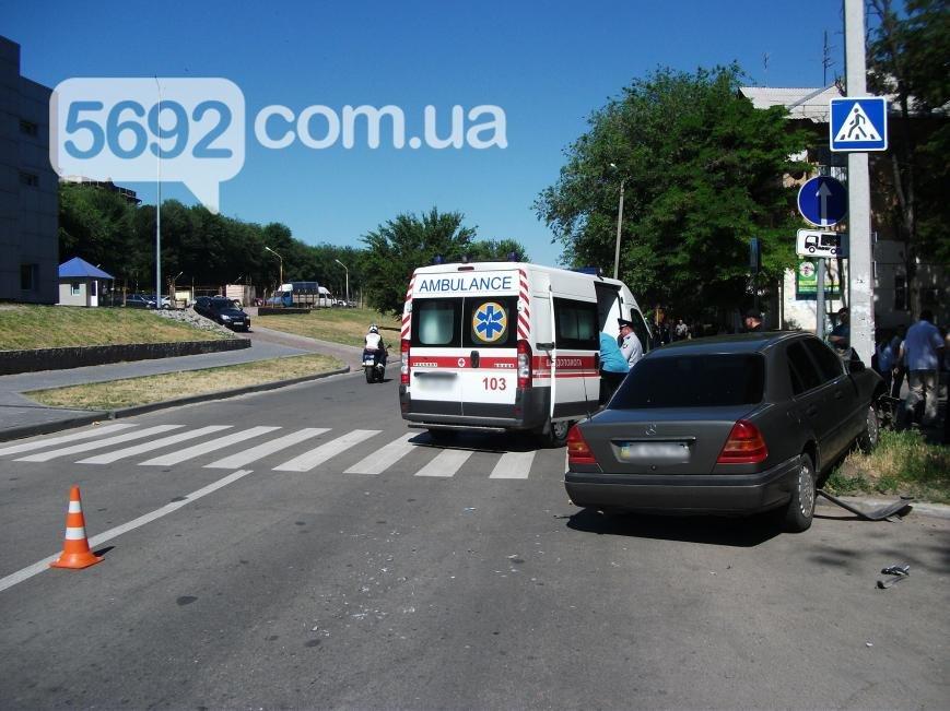 В Каменском на проспекте Аношкина произошло ДТП, пострадал водитель, фото-3