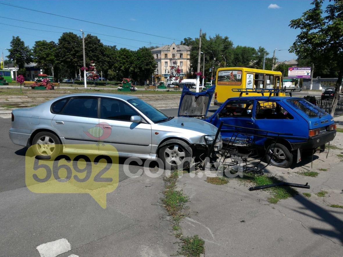 """ДТП в Каменском: """"Субару"""" протаранил """"Таврию"""", фото-2"""