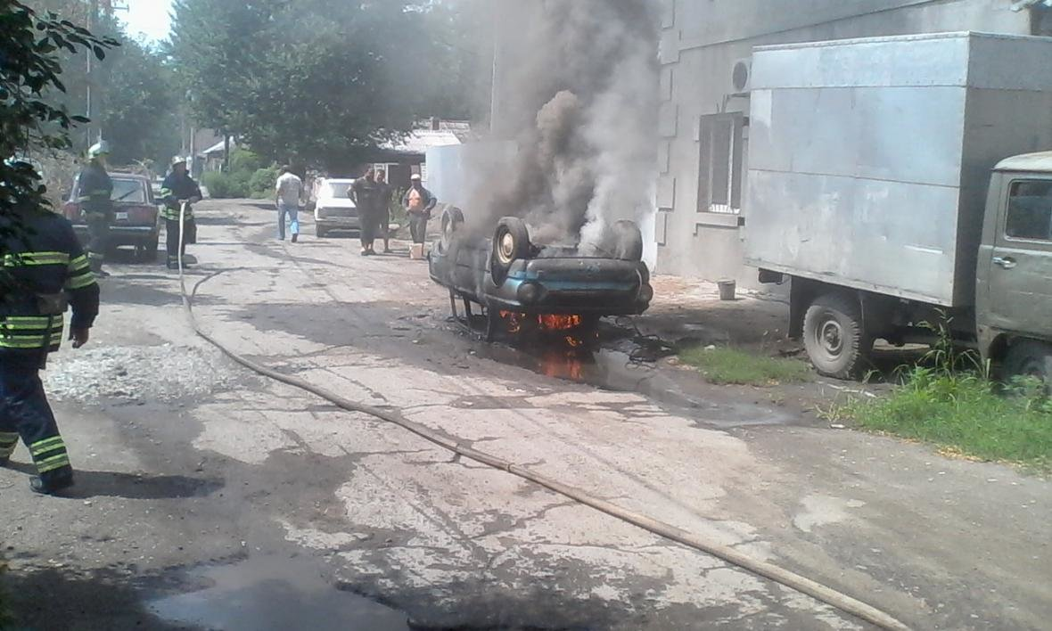"""В Каменском горел """"Запорожец"""", фото-1"""