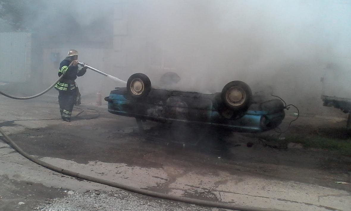 """В Каменском горел """"Запорожец"""", фото-2"""