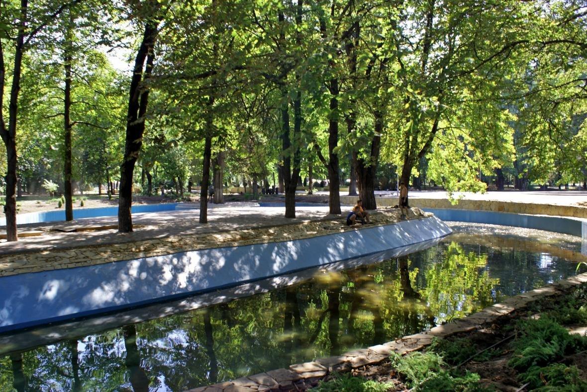 В Каменском проверили ход капремонта центрального парка, фото-6