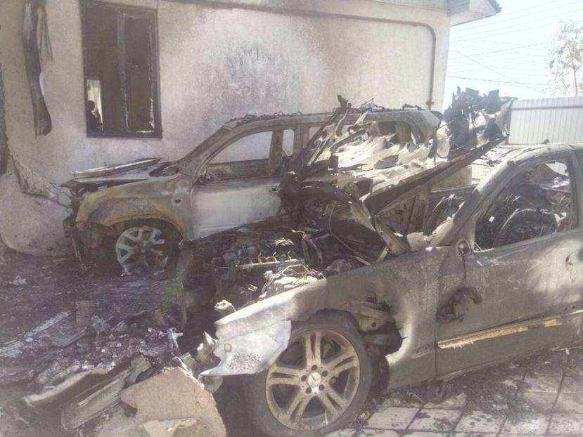 В Каменском сожгли две иномарки, фото-1