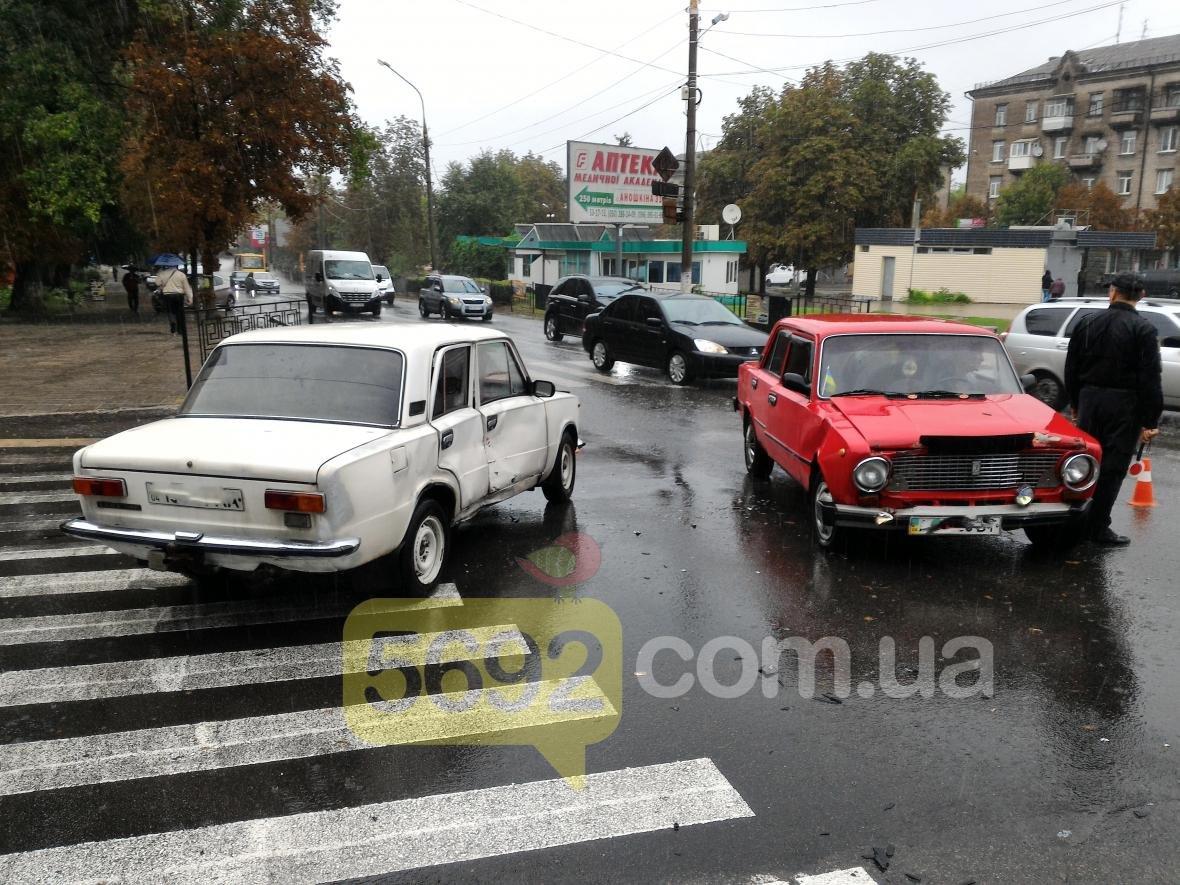 """В Каменском столкнулись два """"ВАЗа"""", фото-3"""