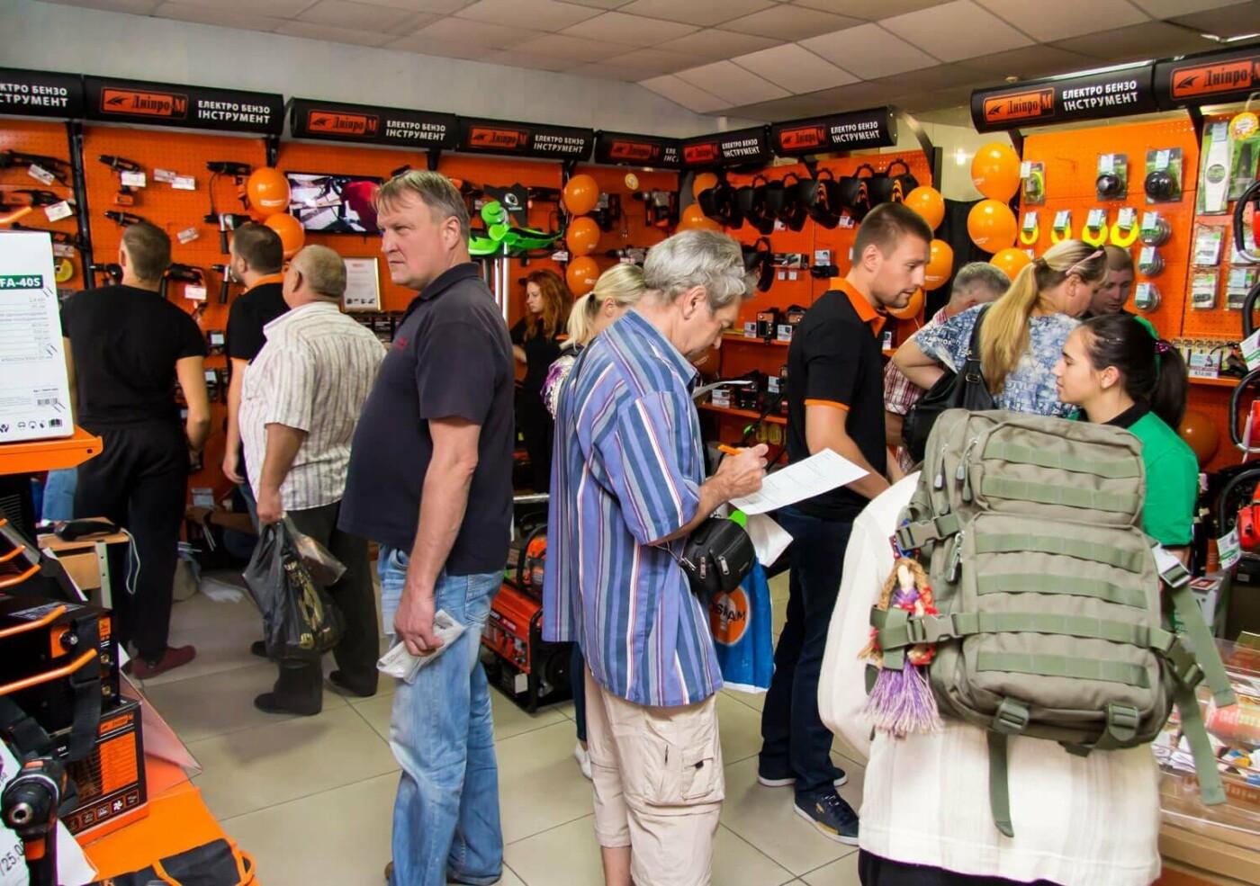 Музыка, подарки и море позитива: в Каменском открылся фирменный магазин Дніпро-М, фото-1