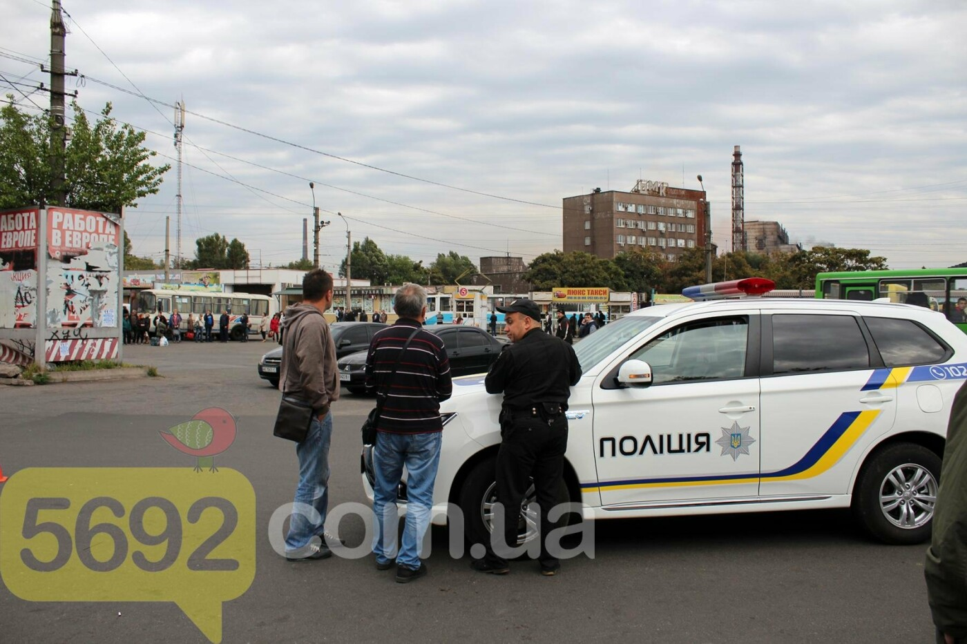На площади ДМК мотоциклисты напали на водителей автобусов, фото-6