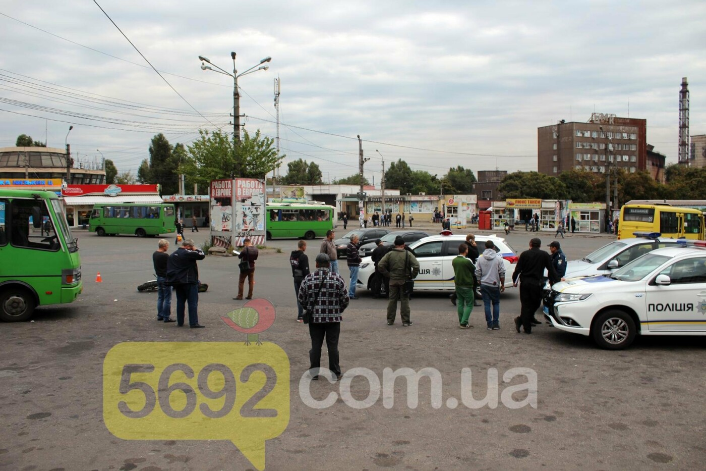 На площади ДМК мотоциклисты напали на водителей автобусов, фото-13