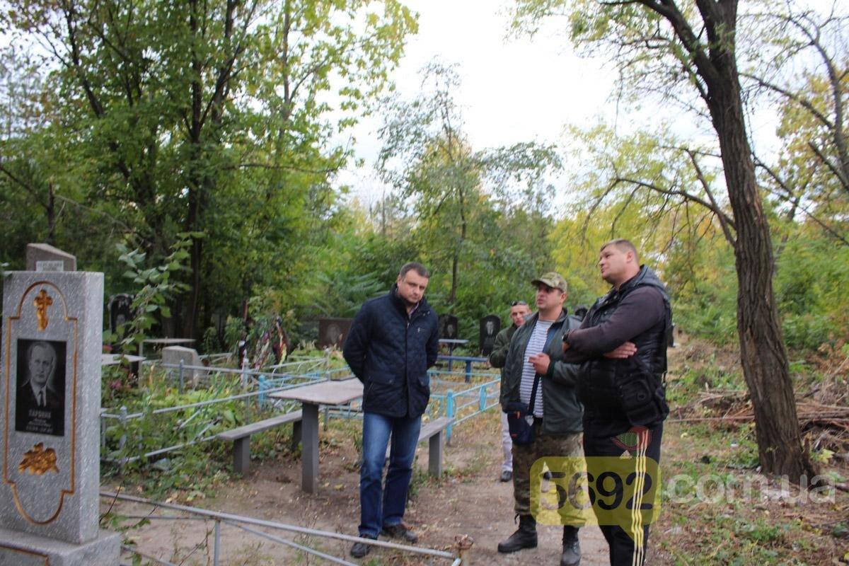 Каменские общественники вызвали полицию на Ждановское кладбище, фото-5