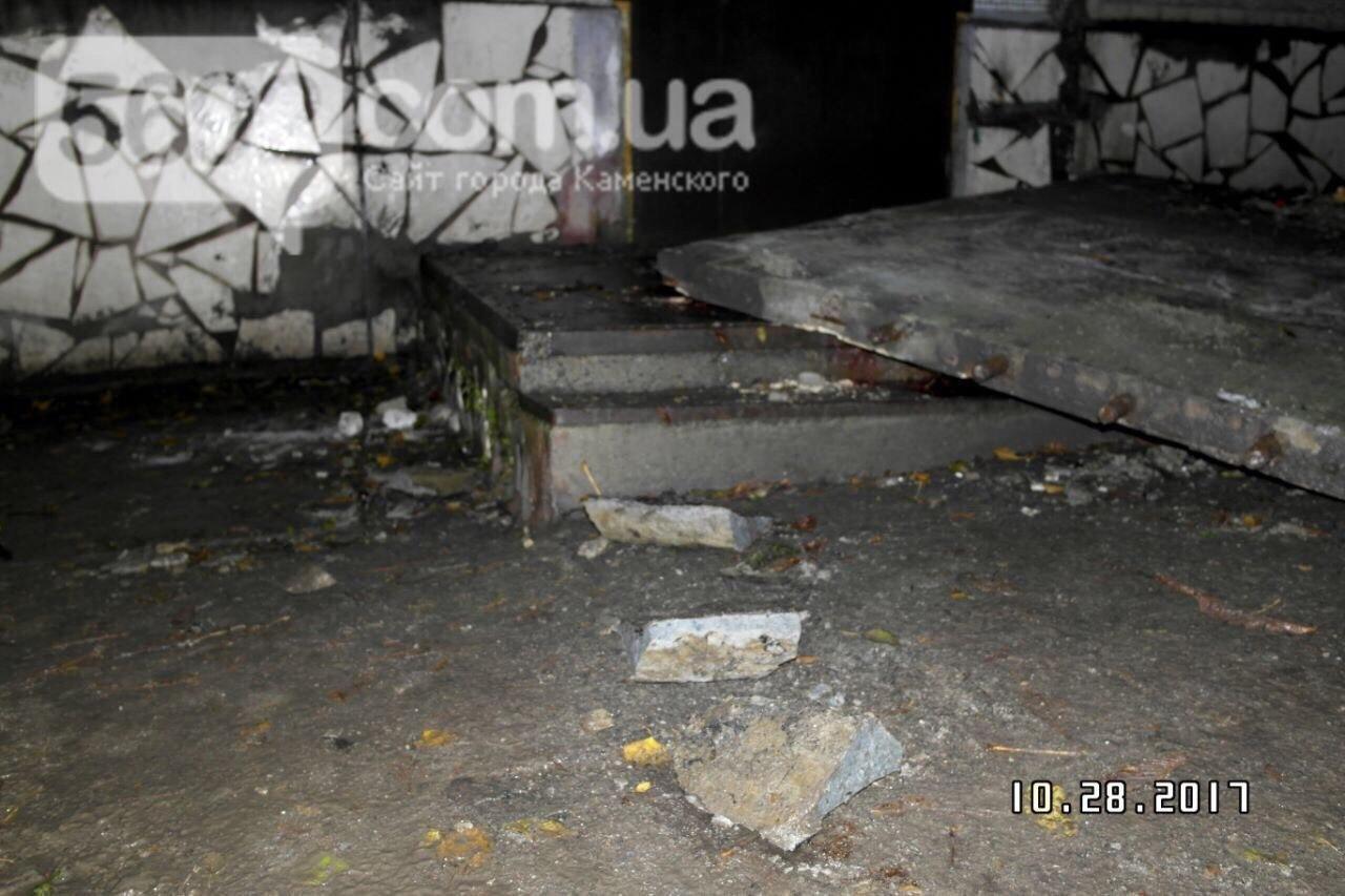 В Каменском упавший козырек подъезда убил подростка, фото-5