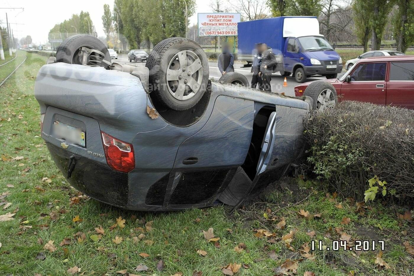 ДТП в Каменском: на Юбилейном перевернулся Chevrolet, фото-4